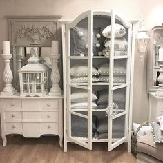 Shabby Chic Interiors, Shabby Chic Decor, French Cottage, French Country, White Chalk Paint, All White, Home Decor Inspiration, Decoration, China Cabinet