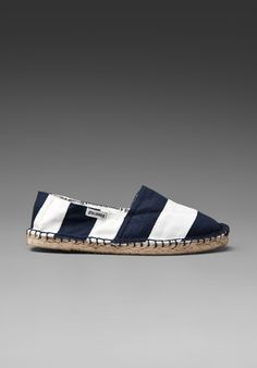 Espadrilles in navy and white