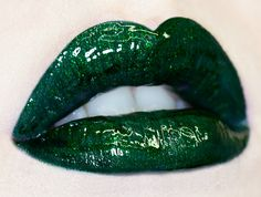 Glitter lip gloss.    Sparkly emerald green lipgloss inspired by the evergreen holly plant. Plays well with Serpentina.