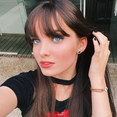 💗 Giovanna Chaves, born Giovanna Jully Lopes Chaves on December 2001 in São Paulo, Brazil. She is a Actress, Singer and Model ❤ Pretty Face, Girl Pictures, Girl Power, Bangs, My Hair, Pearl Earrings, Singer, Hairstyle, Celebs