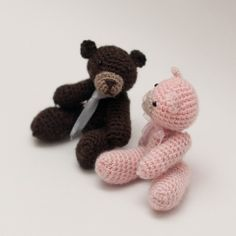 FREE Crochet Pattern – Tiny Jointed Thread Teddy Bears (freebie pattern link), stunning: thanks so xox