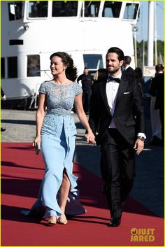 prince carl philip of sweden sofia hellqvist pre wedding dinner 11 Prince Carl Philip and his fiancee Sofia Hellqvist make a picture perfect couple while arriving for their pre-wedding dinner on Friday (June 12) in Stockholm, Sweden.…