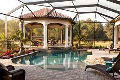 Véranda, piscine, terrasse et gazébo couverts par un dôme en verre