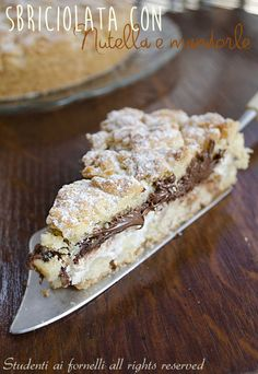 crumbled with Nutella and ricotta cheese recipe crumbled almond cake Yummy Treats, Delicious Desserts, Sweet Treats, Yummy Food, Italian Pastries, Italian Desserts, Italian Dishes, Cookie Recipes, Dessert Recipes