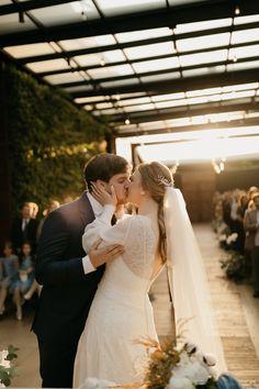 Carol e Dani Ernst by Johansson Correia Lace Wedding, Wedding Dresses, Beautiful Bride, Brides, Fashion, Wedding Rustic, Weddings, Engagement, Moda
