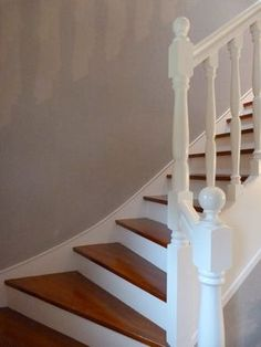 staircase painted white - juliasmb - Pctr UP Painted Staircases, Painted Stairs, Wooden Stairs, Building A Garage, Backyard Buildings, Mid Century Modern Furniture, Interior Design Living Room, Home Improvement, House Design