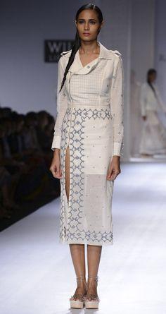 Ivory handwoven jersey jamdani dress by RAHUL MISHRA. http://www.perniaspopupshop.com/wills-fashion-week/rahul-mishra #fashionweek #willslifestyleindiafashionweek