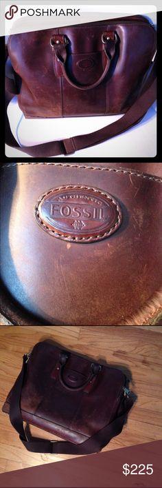 "FOSSIL BRIEFCASE Tech Compatibility: 15"" Laptop Exterior Material: 100% Leather, 3 Zipper compartments. Interior Details: Front Zipper Compartment: 3 Slip Pockets, iPhone, sunglasses Slot, 3 Pen Holders; 1 Interior Zipper Pocket Measurements: 13""L x 18""W Fossil Bags Shoulder Bags"
