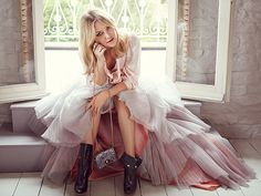 Kate Hudson for Jimmy Choo. The skirt, the boots, amazing!