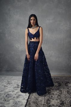ARYAN SKIRT Indian Bridal Outfits, Indian Designer Outfits, Simple Indian Suits, Indian Attire, Indian Wear, Simple Lehenga, Indian Fashion Trends, Lehnga Dress, Indian Gowns Dresses