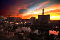 This picture truly captures the beauty of a Las Vegas sunset makes me truly appreciate my city.
