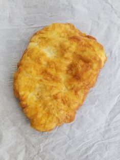 Sweeten up Indian Frybread for a mid afternoon treat by slathering on hazelnut chocolate spread, or use as a vessel to hold up your tacos or chili. How To Make Bannock, Bacon Wrapped Onion Bombs, Bannock Recipe, Frybread, Best Time To Eat, Gluten Free Flour Mix, Great Recipes, Easy Recipes, Homemade Biscuits