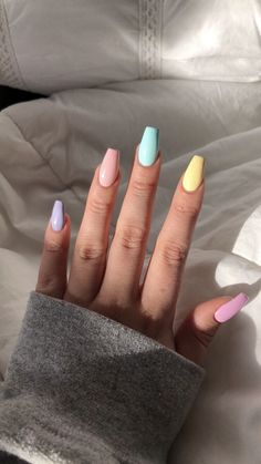 nail art designs with glitter - nail art designs . nail art designs for spring . nail art designs for winter . nail art designs with glitter . nail art designs with rhinestones Aycrlic Nails, Glitter Nails, Nail Nail, Stiletto Nails, Kylie Jenner Nails, Top Nail, Opal Nails, Pointed Nails, Nail Glue