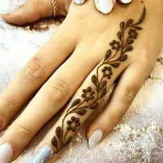 Cool Henna Tattoos, Henna Tattoo Designs Simple, Simple Arabic Mehndi Designs, Henna Tattoo Hand, Henna Art, Mehandi Designs Easy, Finger Henna Designs, Unique Mehndi Designs, Mehndi Designs For Fingers