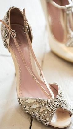 Bridal vintage style peeptoes.....oh these are so magnificent