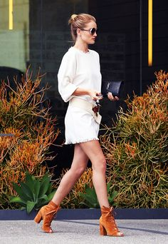 Rosie Huntington-Whiteley Reveals Her Airport Outfit Secret via @WhoWhatWearAU