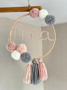 Name ring with bombings and tassels Namensring mit Bommeln und Quasten Pom Pom Crafts, Yarn Crafts, Diy Crafts For Home Decor, Arts And Crafts, Macrame Projects, Baby Room Decor, Nursery Decor, Tassels, Diy Gifts