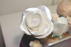 Decoraciones de flores en fondant para tartas de boda. Servicio a domicilio Madrid.