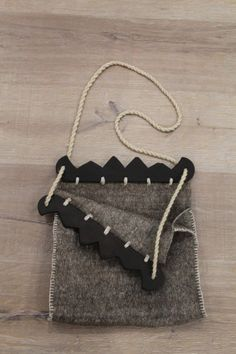 https://www.etsy.com/listing/466412534/hand-stitched-viking-bag-from-birka?ref=related-0