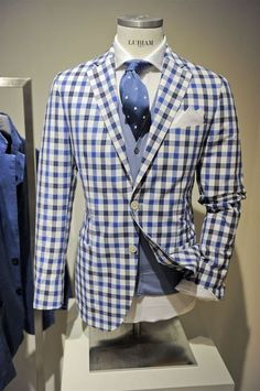 Casual sport coat and accenting vest Sharp Dressed Man, Well Dressed Men, Mode Masculine, Suit Fashion, Mens Fashion, Look Formal, Mein Style, Look Vintage, Suit And Tie