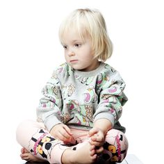 HILDA HIPPIE HIPPO ALL OVER PRINT SWEATER, minilo.ch Gardner And The Gang, Children, Kids, Organic Cotton, Cool Outfits, Sweaters, How To Wear, Clothes, Design