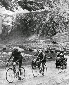 Tour de France, Stage 1949 - Coppi, Bartali and Jean Robic are chasing a… Vintage Cycles, Vintage Bikes, Cycling Art, Road Cycling, Bike Poster, Bicycle Race, Old Bikes, Bike Art, Classic Bikes