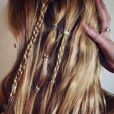 perfect festival hair using regal rose hair bead clickers Bohemian Hairstyles, Pretty Hairstyles, Braided Hairstyles, Pirate Hairstyles, Viking Hair, Hair Rings, Festival Hair, Hair Beads, Hair With Beads