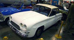 """Házi autó """"Trud"""" épült 1964-ben.  Az autó volt a házi háromhengeres motor. Minden kerek felület a test hegesztett több tucat darab fémből, amelyek mindegyike gondosan szerelt rajzok szerint."""