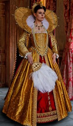 Beautiful golden and garnet Elizabethan costume Elizabethan Costume, Elizabethan Fashion, Tudor Fashion, Elizabethan Era, Elizabethan Clothing, Medieval Clothing, Tudor Dress, Medieval Dress