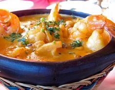 A delicious Spanish fish pot- Spanish fish pot: Zarzuela is a Catalan single-pan dish in which different types of fish and crustaceans and shellfish are processed. Dutch Recipes, Fish Recipes, Seafood Recipes, Soup Recipes, Vegetarian Recipes, Healthy Recipes, Pesco Vegetarian, Low Carb Brasil, Good Food