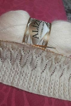 Sweater or Cardi – Tubular Cast-On; Eyelet baby cable instead of rib; Arrow … Sweater oder Cardi – Tubular Cast-On; Ladies Cardigan Knitting Patterns, Lace Knitting Stitches, Lace Knitting Patterns, Knitting Designs, Diy Crafts Knitting, Easy Knitting, Gilet Crochet, Crafts Beautiful, Eyelet Lace