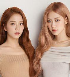 Chaesoo for 💗💫 __ They are so freaking pretty omg! Kpop Hair Color, Rose Hair Color, Kpop Girl Groups, Korean Girl Groups, Kpop Girls, Lady Gaga, K Pop, Coachella, Foto Rose