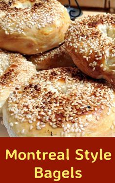 This delicious recipe has been generously shared by one of our great cooks, Carina. Montreal Style Bagels differ from the well known New York Style ones in various ways. Montreal Bagels are generally smaller Healthy Dinner Recipes, Great Recipes, Breakfast Recipes, Favorite Recipes, Holiday Recipes, Best Bread Recipe, Bagel Recipe, Oven Cooking, Cooking Recipes