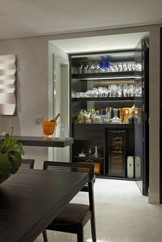 Trendy home bar counter shelves Mini Bars, Bar Sala, Home Bar Counter, Closet Bar, Bar A Vin, Industrial Bar Stools, Wine House, Home Bar Designs, Dinner Room