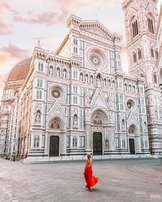 I truly have seen some of the best architecture in Italy. ⛪️ I loved it so much I am going back next month! This time with my mom. Study Abroad, Amazing Architecture, Travel Style, Travel Fashion, Barcelona Cathedral, Travel Inspiration, Louvre, Europe, History