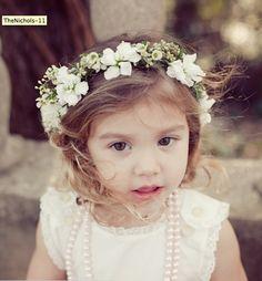 Nice flower girl crown. Simple but not boring.