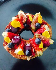 Coconut-lychee glazed Sesame Bagel; Plum; Strawberry; Poached Figs; Blueberries  #gourmet #breakfast #artofplating #Foodie #foodstarz #chef #ChefJeffDelights #ChefsOfInstagram #instachef #lifestyle #GourmetArtistry #cuisine #kitchen #foodstyling #Gastronomy #GastronomicArt #bagels #fitfam by chefjeff3000