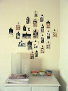 I love this simple way of hanging photos. Picture frames can be so expensive when you want to hang many photos! Antique Photos, Vintage Pictures, Wal Art, Diy Hanging, Photo Hanging, Hanging Pictures, Framed Pictures, Photo Displays, Display Photos