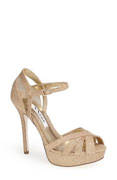 Gold glitter sandal. Yes, please!