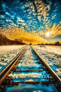 A  chegada do trem repleto de esperança, muita saude e paz ByBella