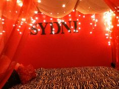 Christmas lights on bed! Bed Ideas, Room Ideas, Photoshoot Ideas, Christmas Lights, House Ideas, Neon Signs, Rooms, Magic, Christmas Rope Lights