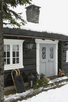 New House Exterior Cute Doors 69 Ideas Exterior House Colors, Exterior Doors, Exterior Paint, Exterior Design, Gray Exterior, Cabin Homes, Log Homes, String Lights In The Bedroom, Cosy Home