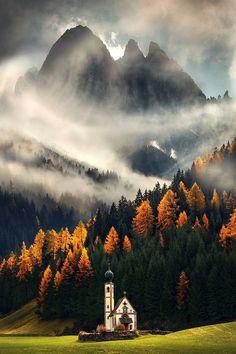 Geislergruppe, Dolomiti, Italia. @maxrivephotography on Instagram.