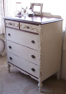 bad rabbit vintage - painted furniture with attitude : Using CeCe Caldwell paint for the first time Grey Furniture, Hand Painted Furniture, Accent Furniture, Vintage Shabby Chic, Vintage Decor, Barn Wood Crafts, Furniture Projects, Furniture Refinishing, Home Organization