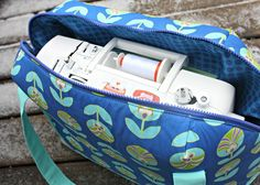 Aeroplane Bags | Sew Sweetness.  Lots of different styles.  This would be awesome for my Cricut machine too!
