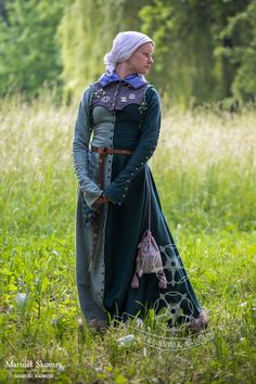 Pattern in four part, with textile buttons in the front and on the sleeves. Bottom finished with rabbit fur. All handmade. Medieval Fashion, Medieval Clothing, Historical Costume, Historical Clothing, Archery Clothing, Middle Ages Clothing, Medieval Dress Pattern, Renaissance Mode, Medieval Costume