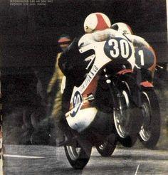 Jarno SAARINEN Giacomo AGOSTINI Road Racer Bike, Yamaha Cafe Racer, The Golden Years, Motosport, Racing Motorcycles, Moto Guzzi, Road Racing, Motogp, Cool Bikes