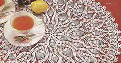 Meticuloso tapete redondo elaborado a crochet o ganchillo en hilo de color blanco. Ver revista completa   Ver más tapetes Al final de ...