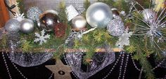 Christmas window box. Christmas Window Boxes, Christmas Wreaths, Christmas Decorations, Holiday Decor, Projects To Try, Boutique, Crafts, Home Decor, Manualidades