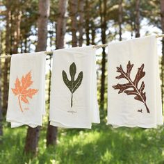 These flour sack towels bring autumn beauty into your kitchen. Featuring Maple, Oak and Sassafrass; each design is individually screen printed and they are safe to bleach. Thanksgiving Decorations, Seasonal Decor, Fall Decor, Christmas Kitchen Towels, Textiles, Diy Embroidery, Machine Embroidery, Fabric Painting, Paint Fabric